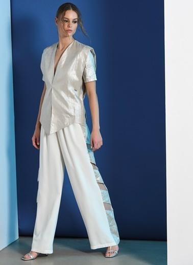 Zeynep Ökmen Geniş Paçalı Yanlarda Metalik Keten Detaylı,Bacak Dekolteli  Pantalon Beyaz